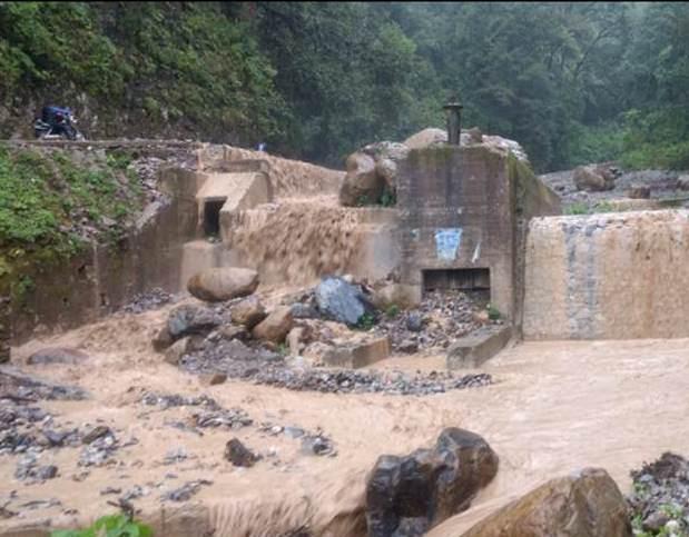 Urgen a alcalde gestione reparación de carreteras en Chiconcuautla